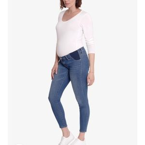 Ingrid & Isabel Maternity skinny crop jeans